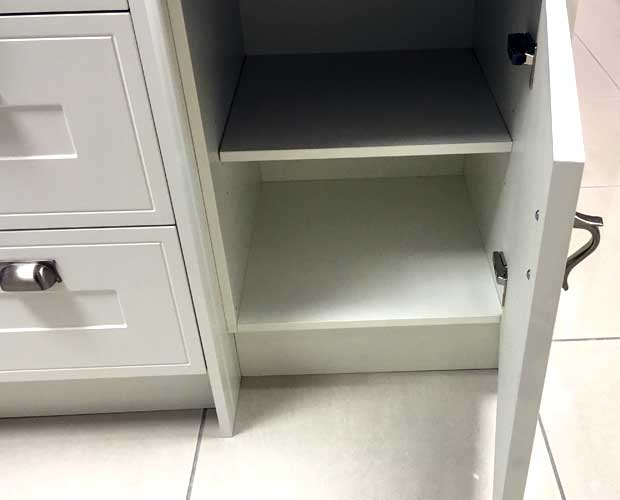 Right-hand door hinging kitchen unit