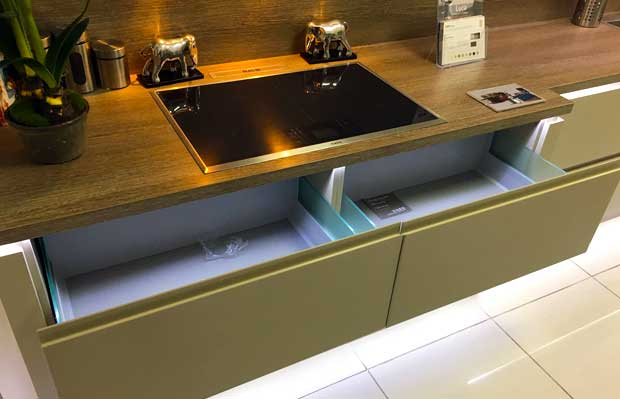 Electric hob over double pan drawers