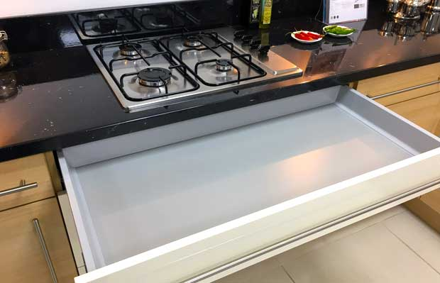 Gas hob above cutlery drawer