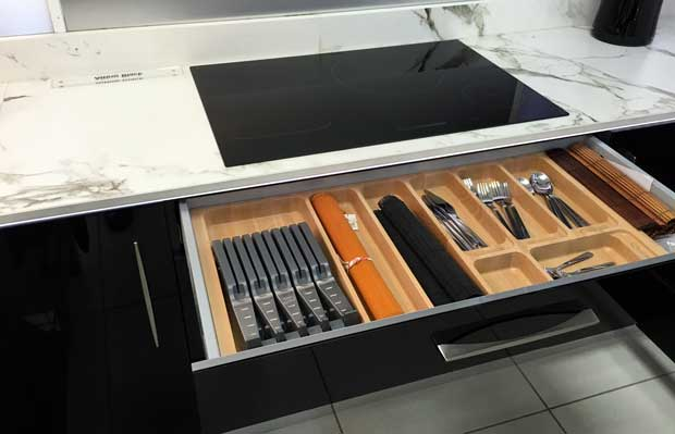 Induction hob over cutlery drawer