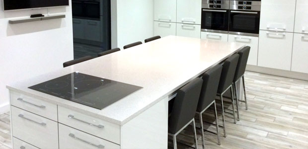 Kitchen island with breakfast bar and large worktop