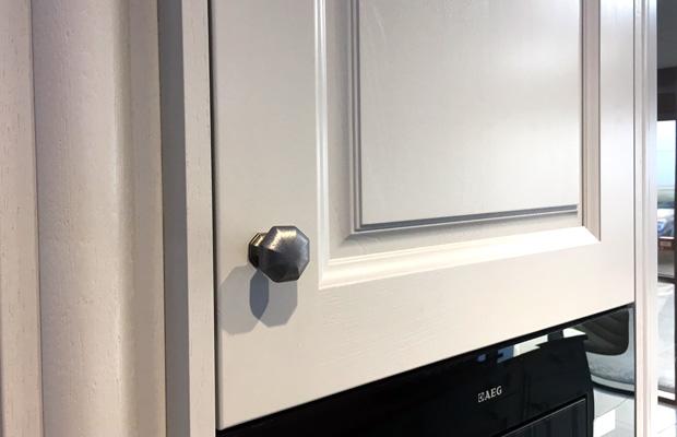 Traditional wall unit nickel knob