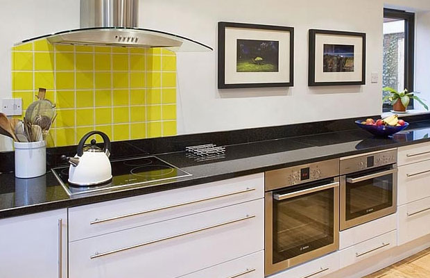 Should I choose Splashbacks or Upstands? - DIY Kitchens ...