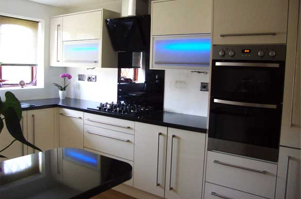 How To Mix Tall Kitchen Units Amp Wall Units Diy Kitchens
