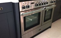 Kitchen breakfront range cooker