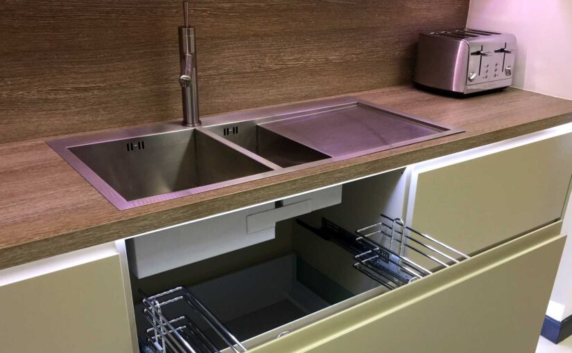 What is a 1.5 bowl sink?