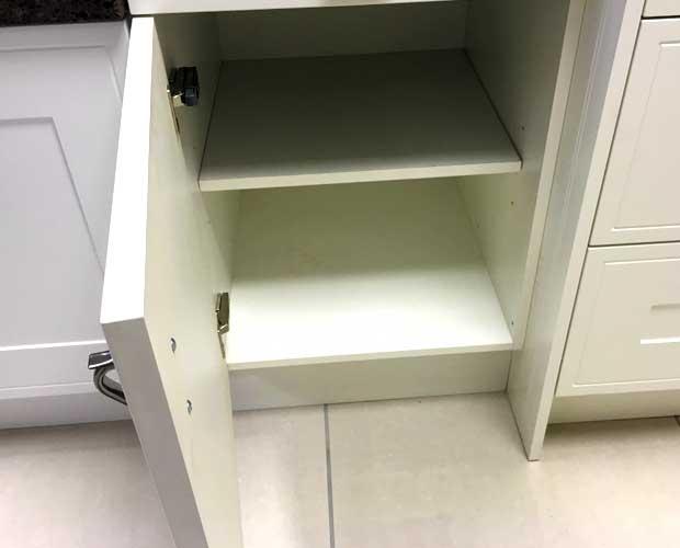 Left-hand door hinging kitchen unit