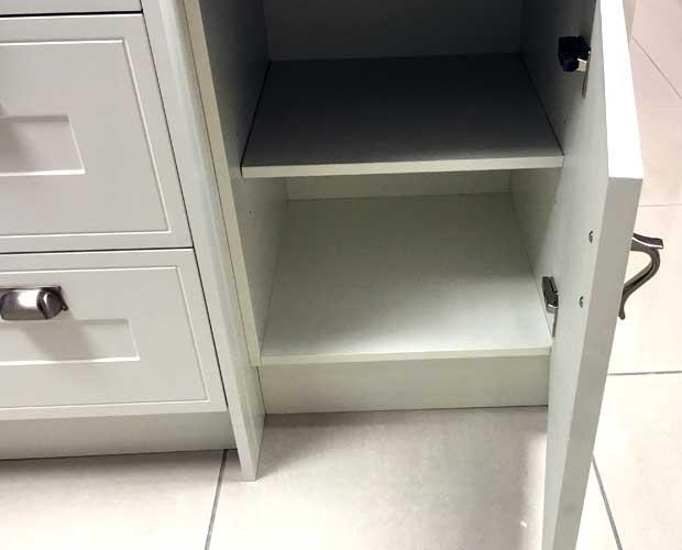 Right-hand door hinging kitchen unit