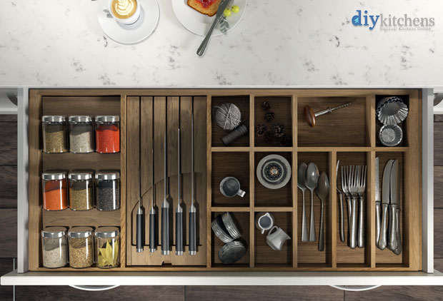 Cutlery insert render 1000mm wide accessories top view