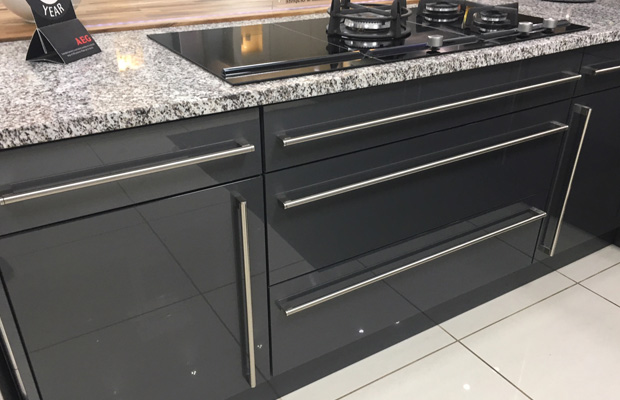 High gloss kitchen bar handles