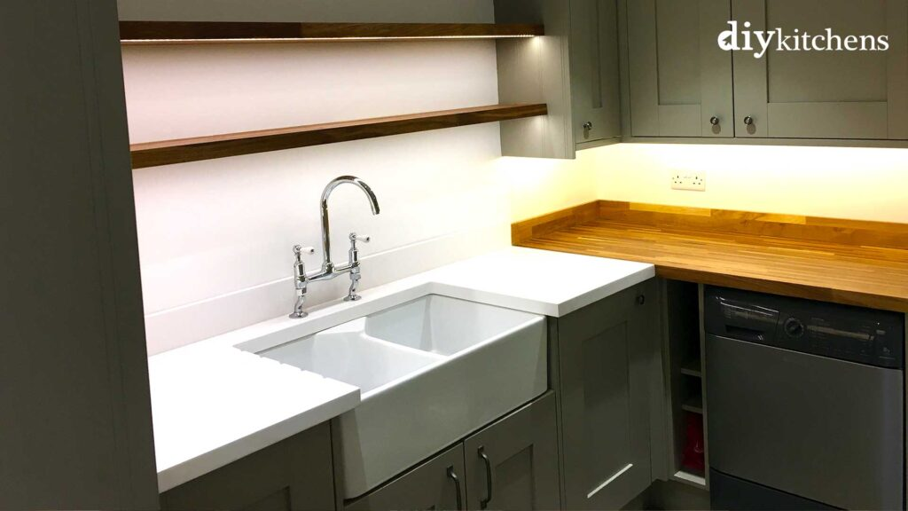 Sink unit with shelves